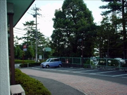 駐車場(19台、海側隣接の愛の里駐車場にも8台駐車可)